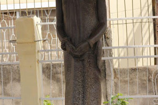 emoatan statue